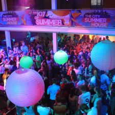 city-summer-house-summer-party-venue6